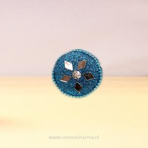 Blauwe sindoorbox met glitters